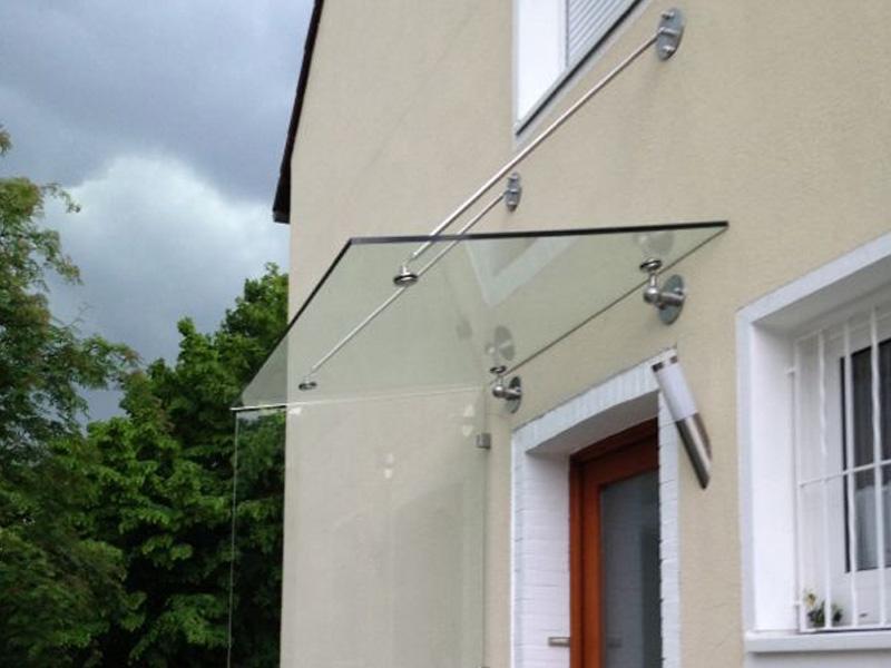 Glasvordach - punktgehalten mit Sonderkonstruktion