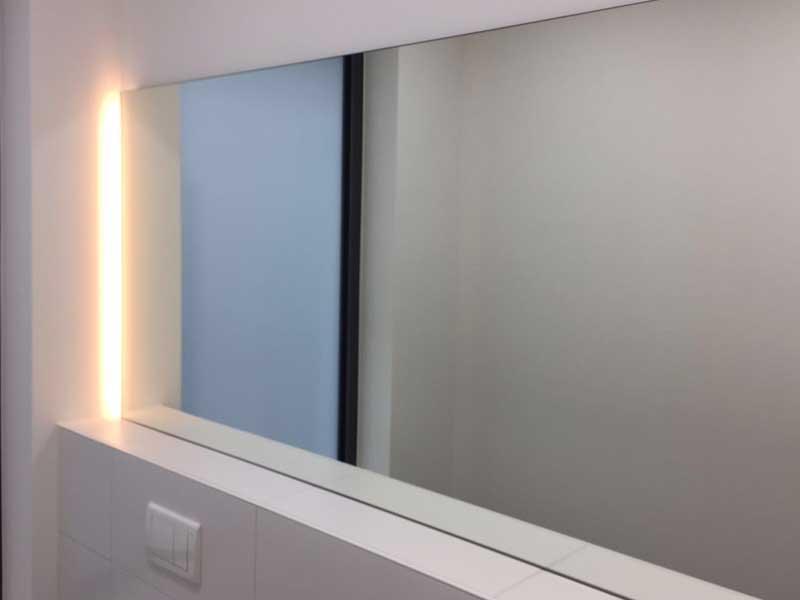 Badezimmerspiegel mit Beleuchtung