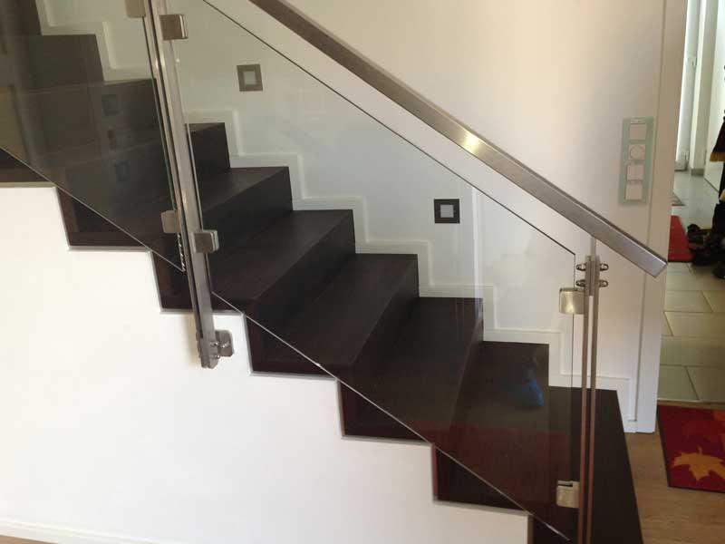 Treppengeländer aus Glas mit Edelstahlhandlauf